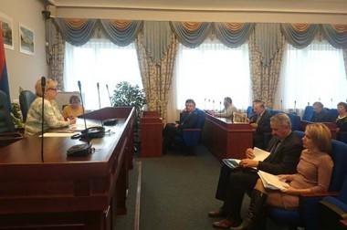 В преддверии сессии депутаты рассмотрели проекты решений
