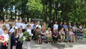 Полицейские Подольска возложили цветы к бюсту Героя РФ Александра Монетова