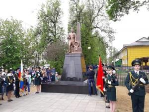 В поселке Быково 9 мая торжественно открыли памятник воинам-освободителям