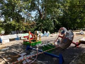 В округе начались работы по установке новых детских площадок