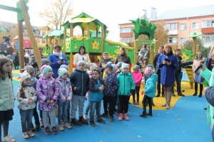 Детские площадки по губернаторской программе открыли в поселке Быково и микрорайоне Львовский