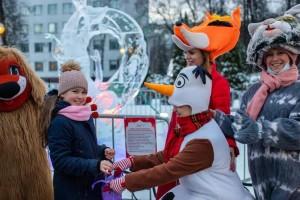 Новогодние огни зажглись на главной ёлке в Большом Подольске 26 декабря