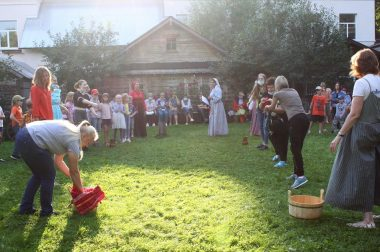 В СДК «Романцево» проходят фольклорно-игровые программы цикла «Все Спасы»